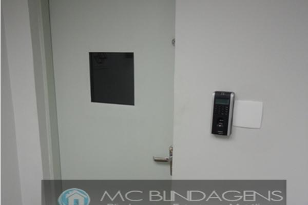 porta-blindada-mc-blindagens-4E16DF9FA-E08E-F01D-7677-8ABF21C9A3AD.jpg
